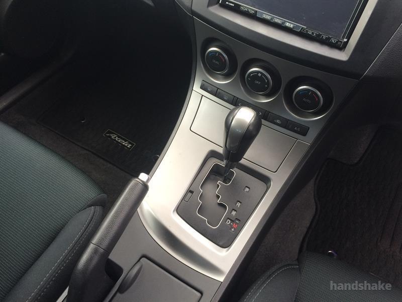 2010 Mazda Axela 20S I-STOP on handshake