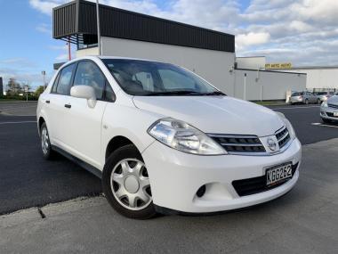 2011 Nissan Tiida LATIO SILVER SALOON