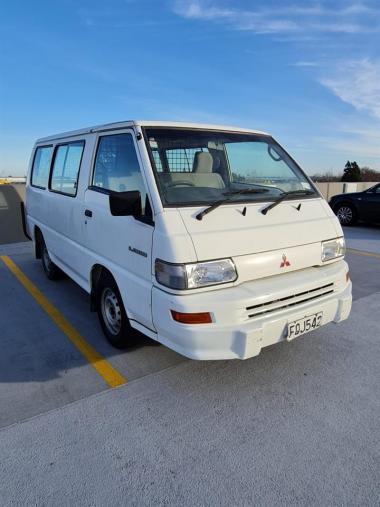 2010 Mitsubishi L300 2.4P SWB 4 DOOR WHITE Light V