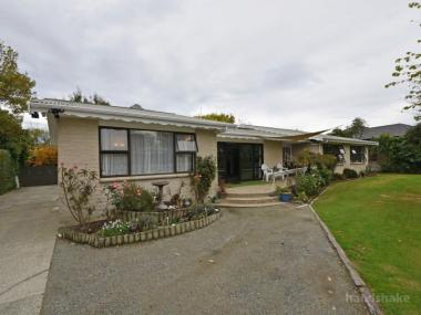 SPACIOUS GLADSTONE HOME WITH OPTIONS!