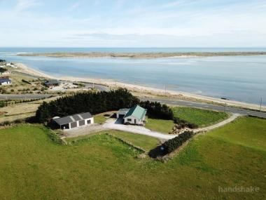 FANTASTIC FORTROSE LOCATION WITH SEA VIEWS!