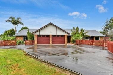 2-House Family Haven in Karaka
