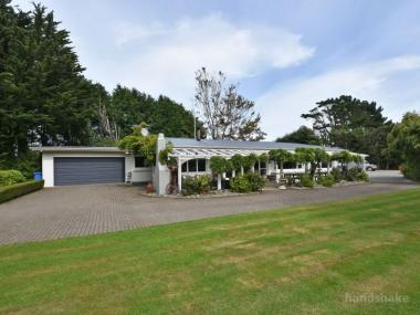 FANTASTIC LIFESTYLE OPPORTUNITY ON FERRY ROAD