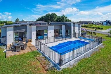 Executive Family Haven - Karaka West